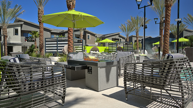 Evolve Apartments - Community Grilling Area with Green Umbrella
